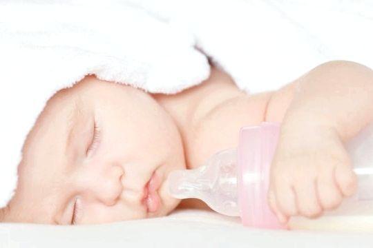 стілець новонародженої дитини