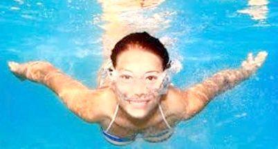 плавання в басейні