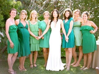 Зелене плаття - прекрасний наряд для будь-якого випадку